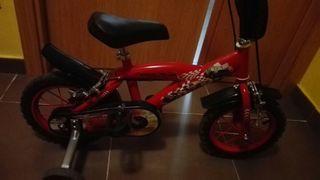 Bicicleta Rayo McQueen con ruedines