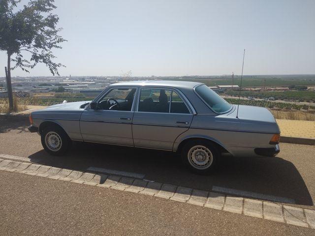 Mercedes-Benz 230 E w123 1981