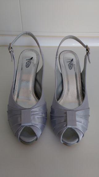 Sandalia de tacón en tela color plata nº 36