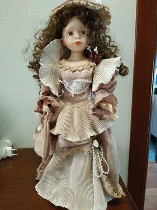 muñeca de época.