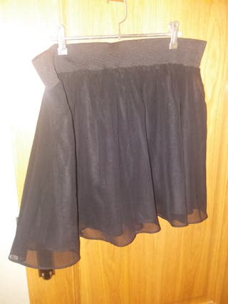 0a86f8f40 Falda negra de segunda mano en San Sebastián de Los Reyes en WALLAPOP