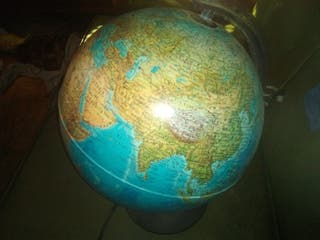 globo terráqueo con luz interna
