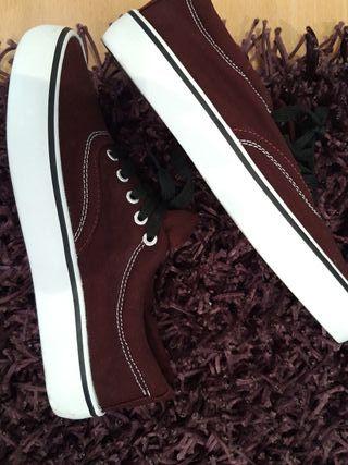 Zapatillas nuevas no son rojas. de segunda mano por 9 € en