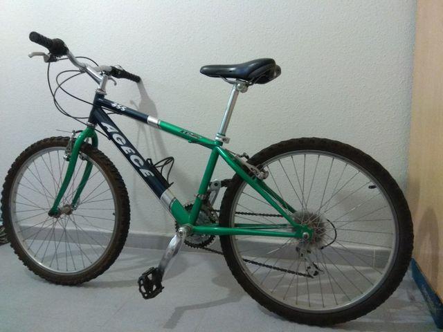 Bicicleta de montaña de 24 pulgadas y 18 velocidad