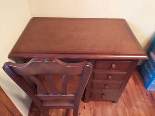 Juego de mesa de escritorio y silla