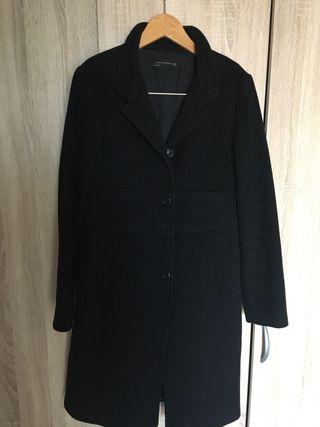 d325ce68b Abrigo Zara negro de segunda mano en Alcalá de Henares en WALLAPOP