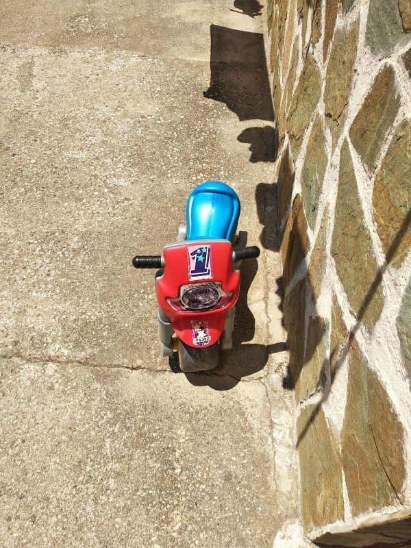 moto marca molto niño