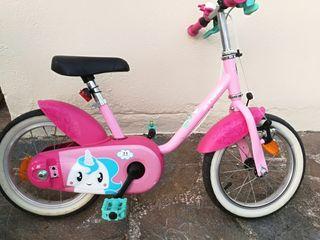 bicicleta infantil con ruedines