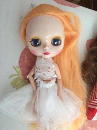 Blythe muñeca rubia