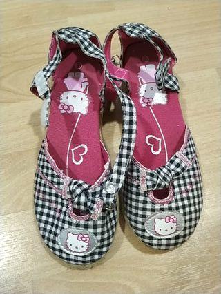 zapato sandalia con tacón de niña