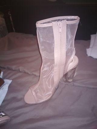 zapatos,botas transparente ribetes en color nude