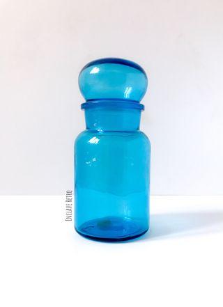 Antiguo bote de vidrio azul