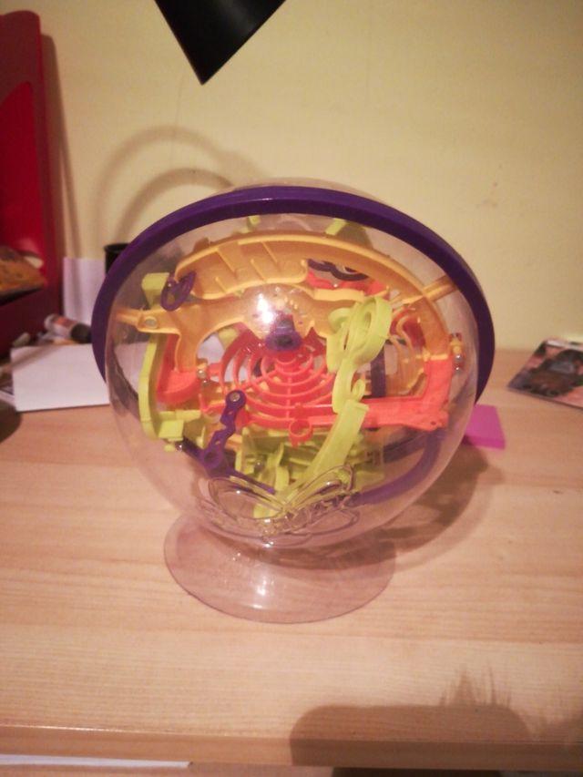 laberinto en forma de bola