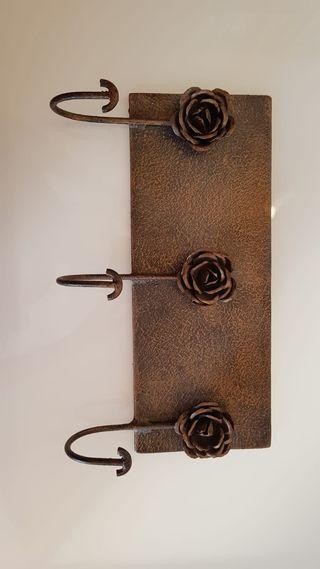Perchero de hierro forjado de pared
