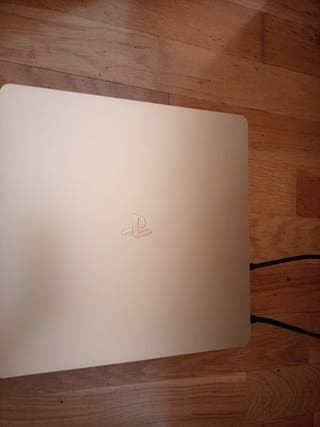 ps4 slim. dorada 1 mando en amazon eata en 850