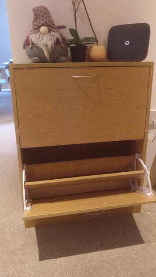 Shoe storage unit