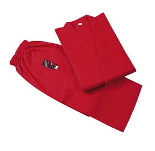 KARATE Gi de color rojo.