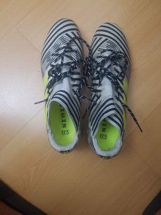 botas de fútbol Némesis
