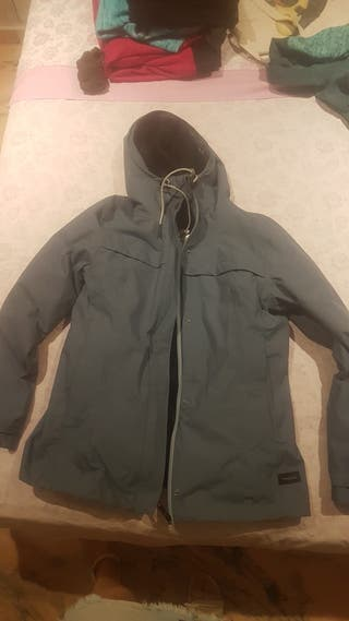chaqueta trekking impermeable