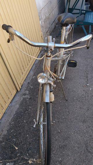 bici antigua para decoracion en tienda