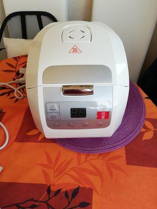 Robot de cocina muy poco uso.