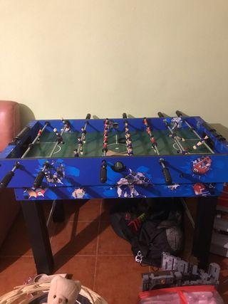Futbolín, billar, tenis de mesa y pista de aire.