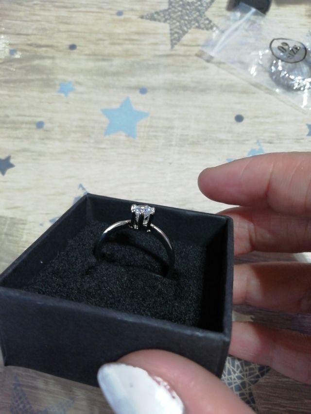 anillo solitario por estrenar color plata