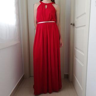 Vestido largo de fiesta de color rojo
