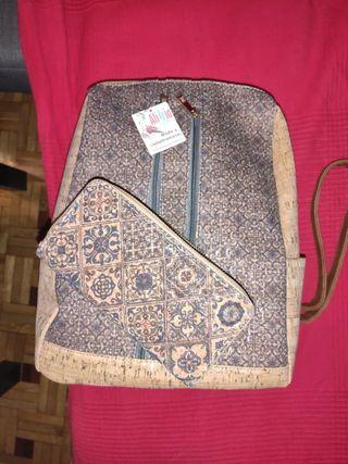 Mochila bolso corcho con cartera a juego