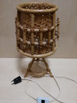 Antigua lamparilla de bambú