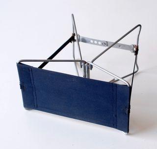 Pequeño taburete plegable, de metal y lona