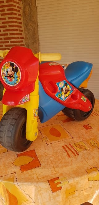 Correpasillos motofeber 2 mickey