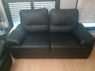 sofás negros de 3 plazas y de 2 plazas