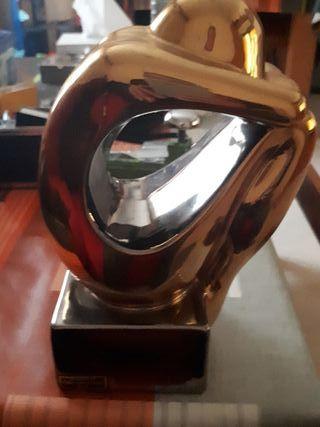 figura decorada en oro y platino