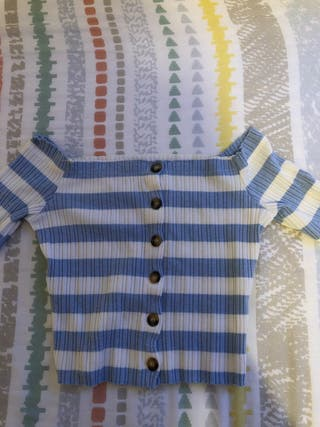 Camiseta Bershka XS celeste y blanca