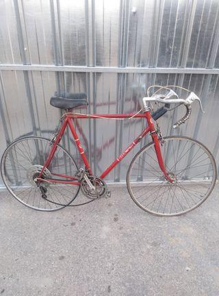 Bicicleta BH de carreras
