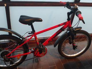 "Bicicleta 16"" roja. Poco uso, está como nueva."
