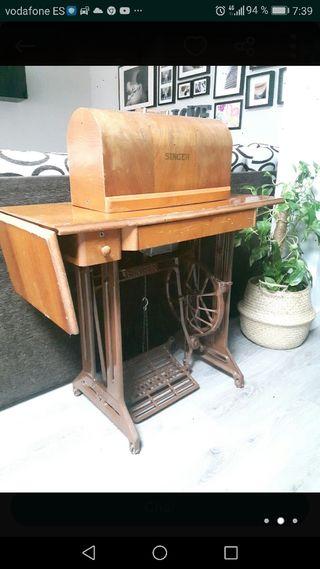 Máquina de coser Singer restaurada.