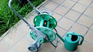 recoge manguera y regadera grande jardin