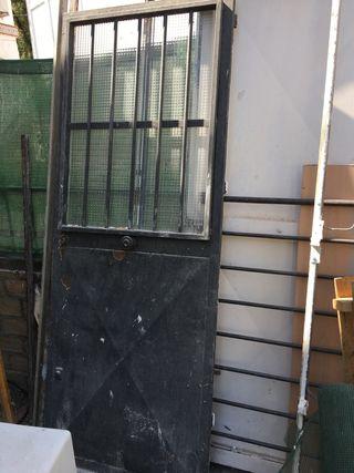 Puertas De Hierro De Segunda Mano En Sevilla En Wallapop