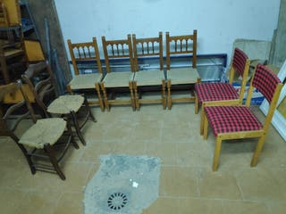 sillas y muebles antiguos de madera maciza