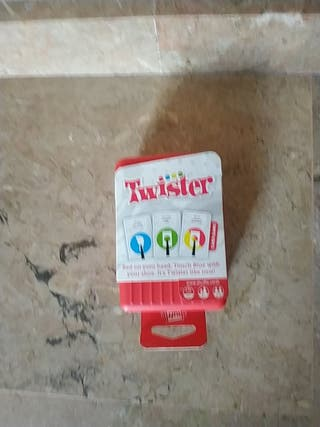 juego de mesa Twister card game en inglés