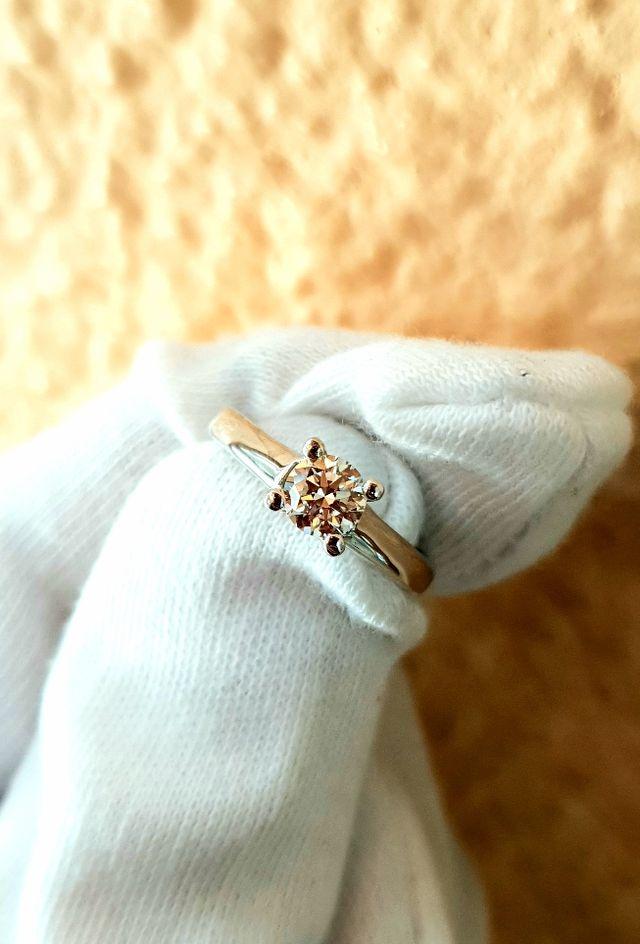 Solitario en oro 18kts y Diamante