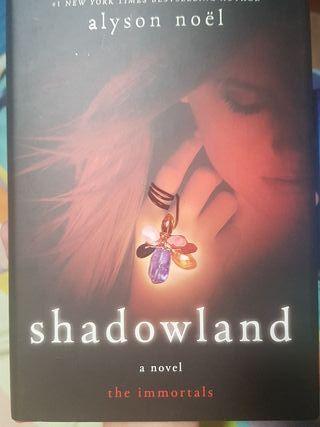 Libro en inglés. Shadowland