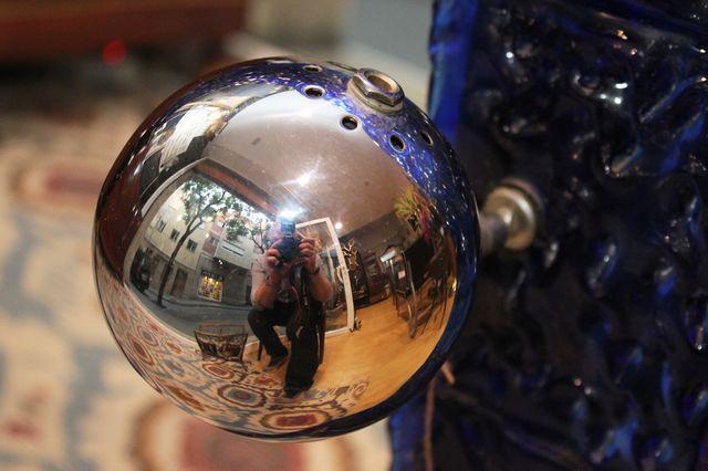 Maravilloso espejo con apliques (circa 1965)