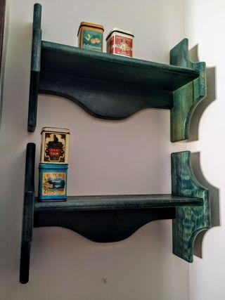 3 estanterías de madera