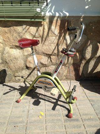 bicicleta estática antigua