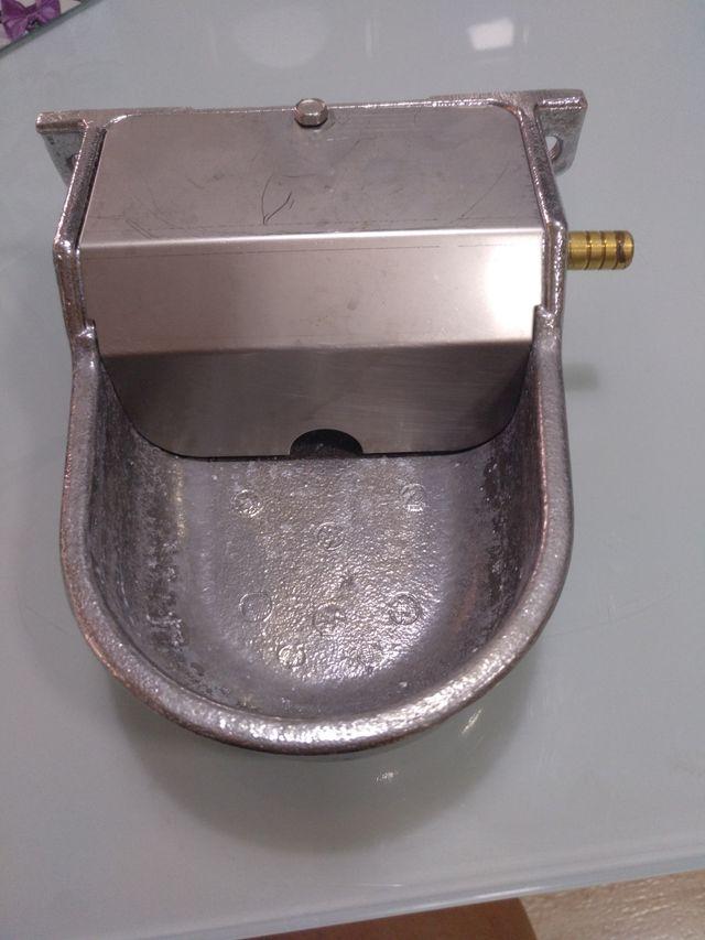 Bebedero de aluminio