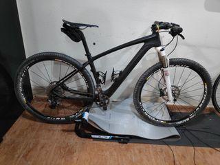 URGE. Bicicleta de carbono 29' monoplato
