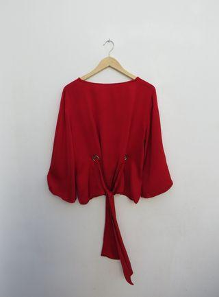 Blusa satinada roja Uterqüe